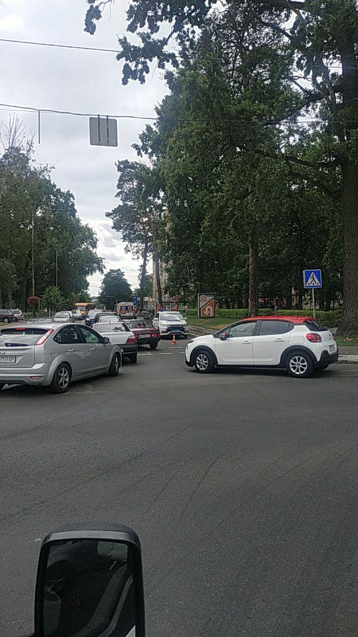 У Бучі посеред дороги перевернулось авто (ФОТО) - Буча, авто - IMG 20200709 134828 765
