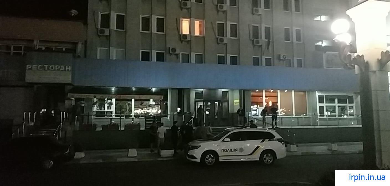 Тілесні ушкодження та розбите скло: в Ірпені поблизу готелю побилися молодики - Приірпіння, поліція Київської області, кримінал, київщина, ірпінь, Ірпінський відділ поліції, бійка - Irp gotel
