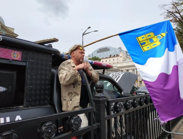 Представники низки районів Київщини пікетували Верховну Раду і Офіс президента -  - Piket mashyna
