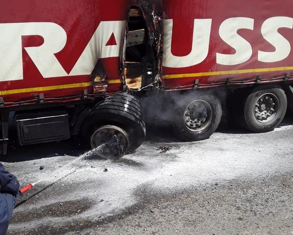 Під Борисполем горіла вантажівка - село Проліски, пожежа, вантажівка, Бориспільщина - photo 2020 07 30 16 27 25