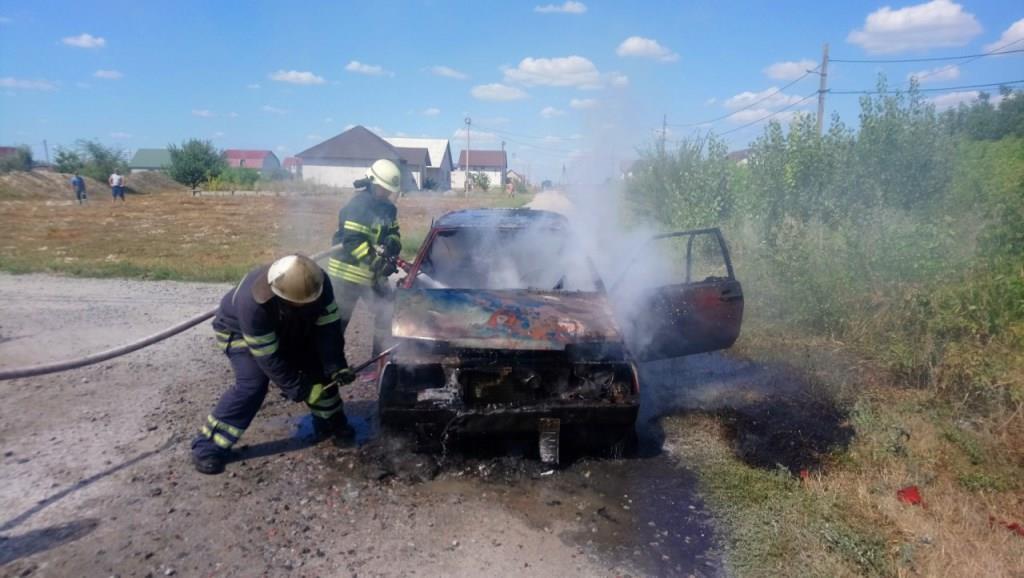 У Кагарлику вогонь знищив автівку - Кагарлик, ДСНС - 0 02 0a 811ba64a8c7b14fca7afb1c5e396aa30d99f09c86da331f4eadc297aa2e29b6c b6dc1098