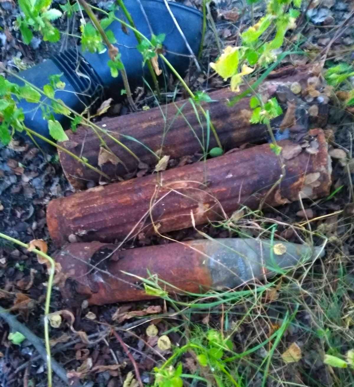 Неподалік від залізничних колій на Київщині знайшли артилерійський снаряд -  - 01 2