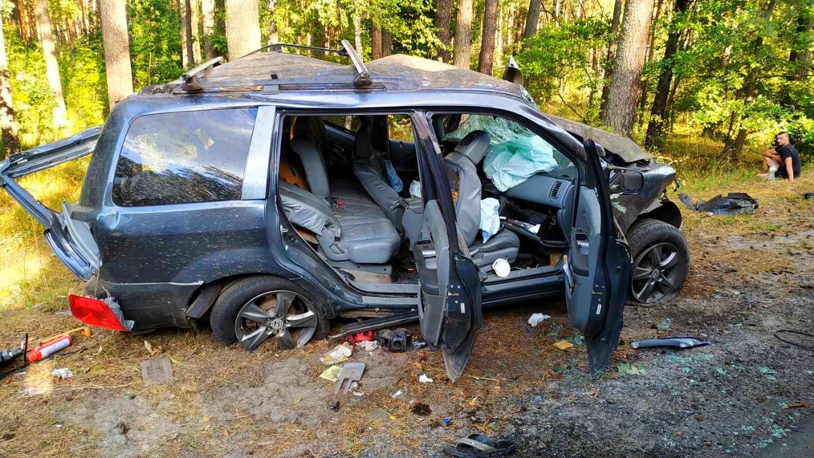 На Бородянщині водій не впорався із керуванням авто та врізався у дерево - ДТП, Аварія на дорозі, Аварія - 01