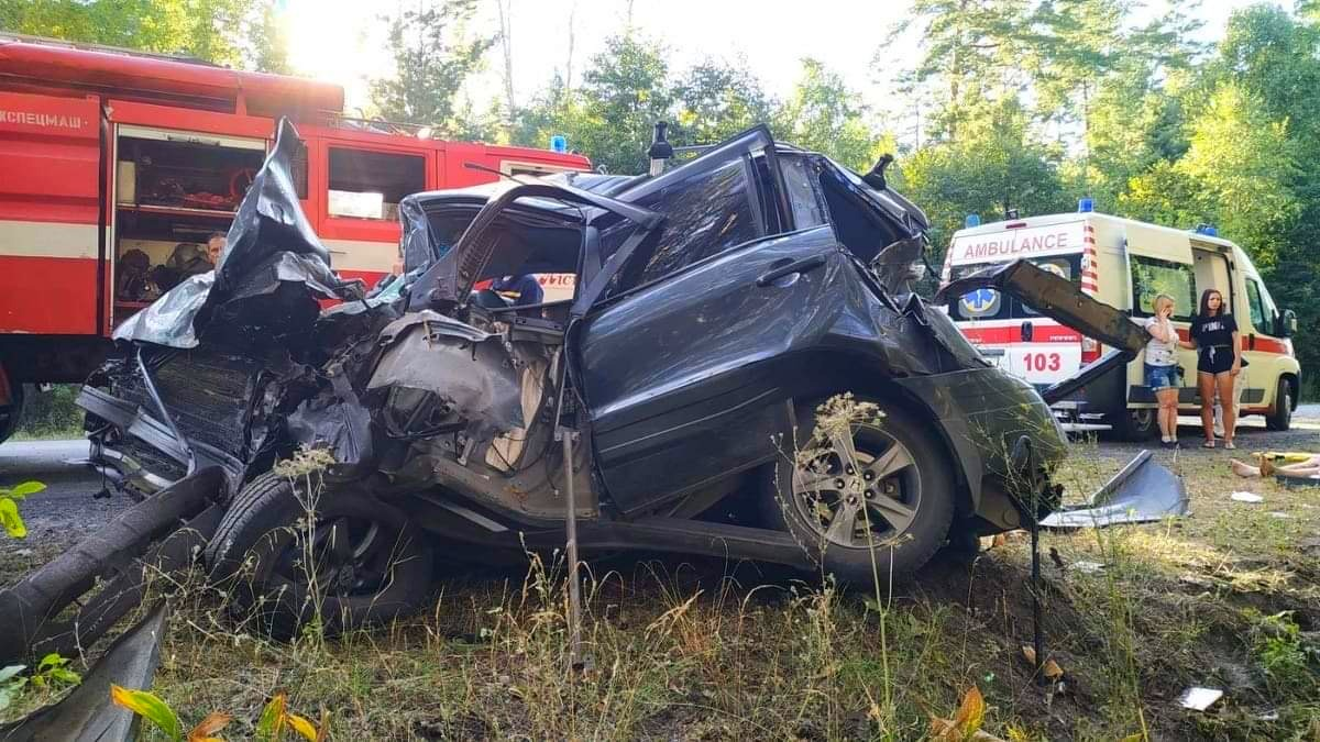 На Бородянщині водій не впорався із керуванням авто та врізався у дерево - ДТП, Аварія на дорозі, Аварія - 02