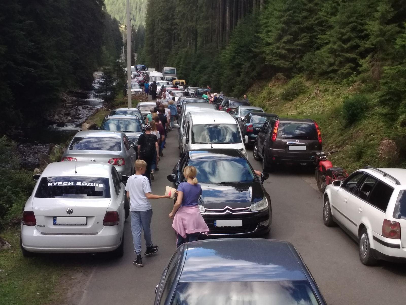 Достопримечательности Карпат утопают в пробках - туризм, Западная Украина, запад Украины - 04 probka