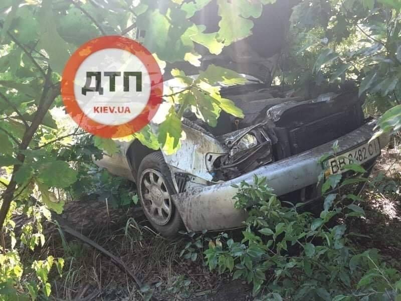 Не впорався з керуванням та злетів з дороги: ДТП на Гостомельському шосе - ДТП, Гостомельське шосе, Аварія - 09 dtp2
