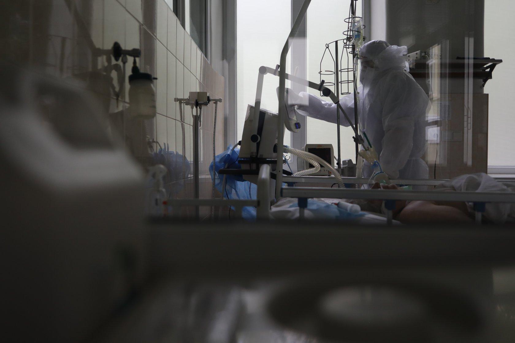 У Києві завантаженість ліжок для хворих на Сovid-19 перевищує 50% - лікарня, коронавірус, Київ - 103726793 144749263798634 7352188753425036844 o