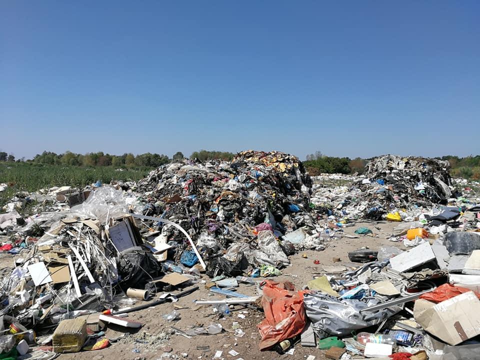 У Борисполі затримали вантажівку із сміттям, водій втік - сміття, вантажівка, Бориспіль - 117423653 639189813644882 1440434546621371609 n