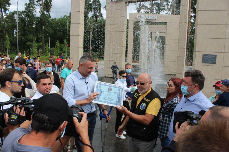 У Дарницькому районі столиці з'явився фонтан-рекордсмен - ландшафтний парк, Віталій Кличко - 117744065 3254212521312847 5644187226975946864 o