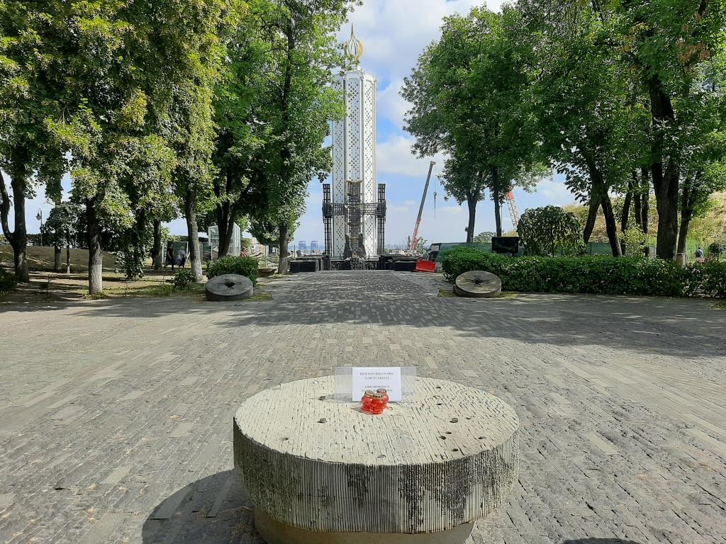 У столичному музеї Голодомору від вандалів постраждала скульптура -  - 118251420 3213400758737688 5475662307973419180 o