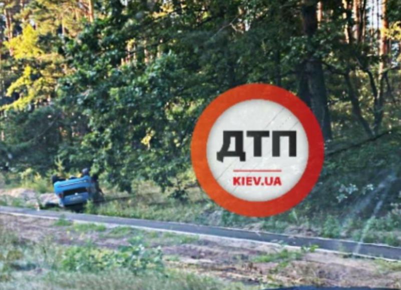 ДТП на трасі Ірпінь - Київ: машина опинилася на даху - ірпінь, ДТП, Дах, авто - 20200818 093137
