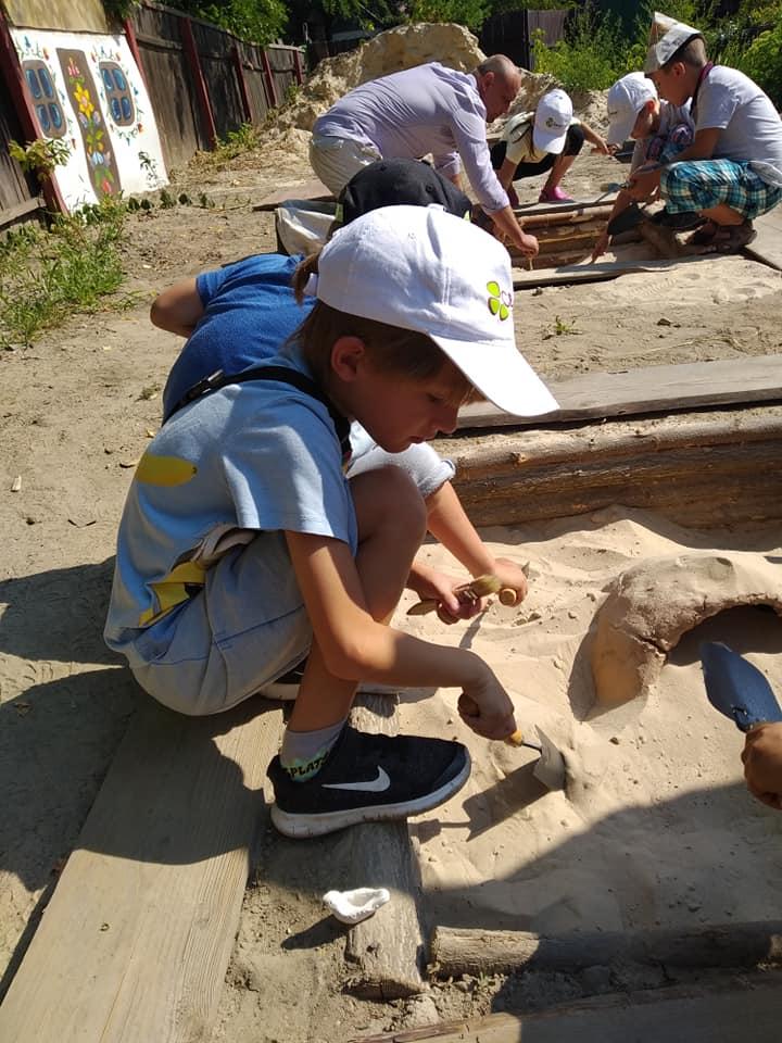 У Вишгороді діти опановують археологію -  - Arheolog4
