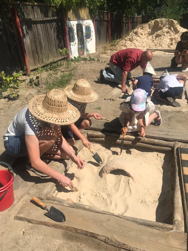 У Вишгороді діти опановують археологію -  - Arheolog5