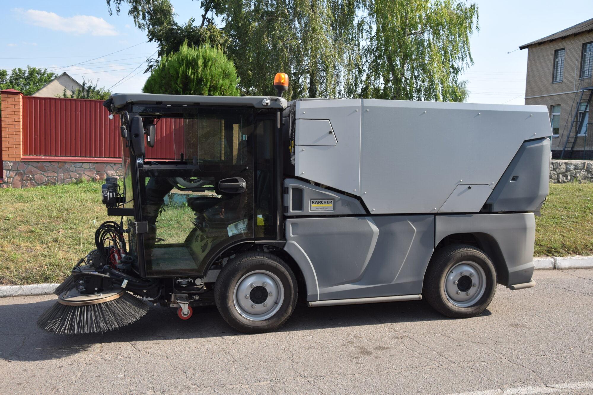 У Переяславі представники компанії Kärcher провели «тест-драйв» автомобіля для прибирання - Переяслав, комунальники - DSC 0029 2000x1335