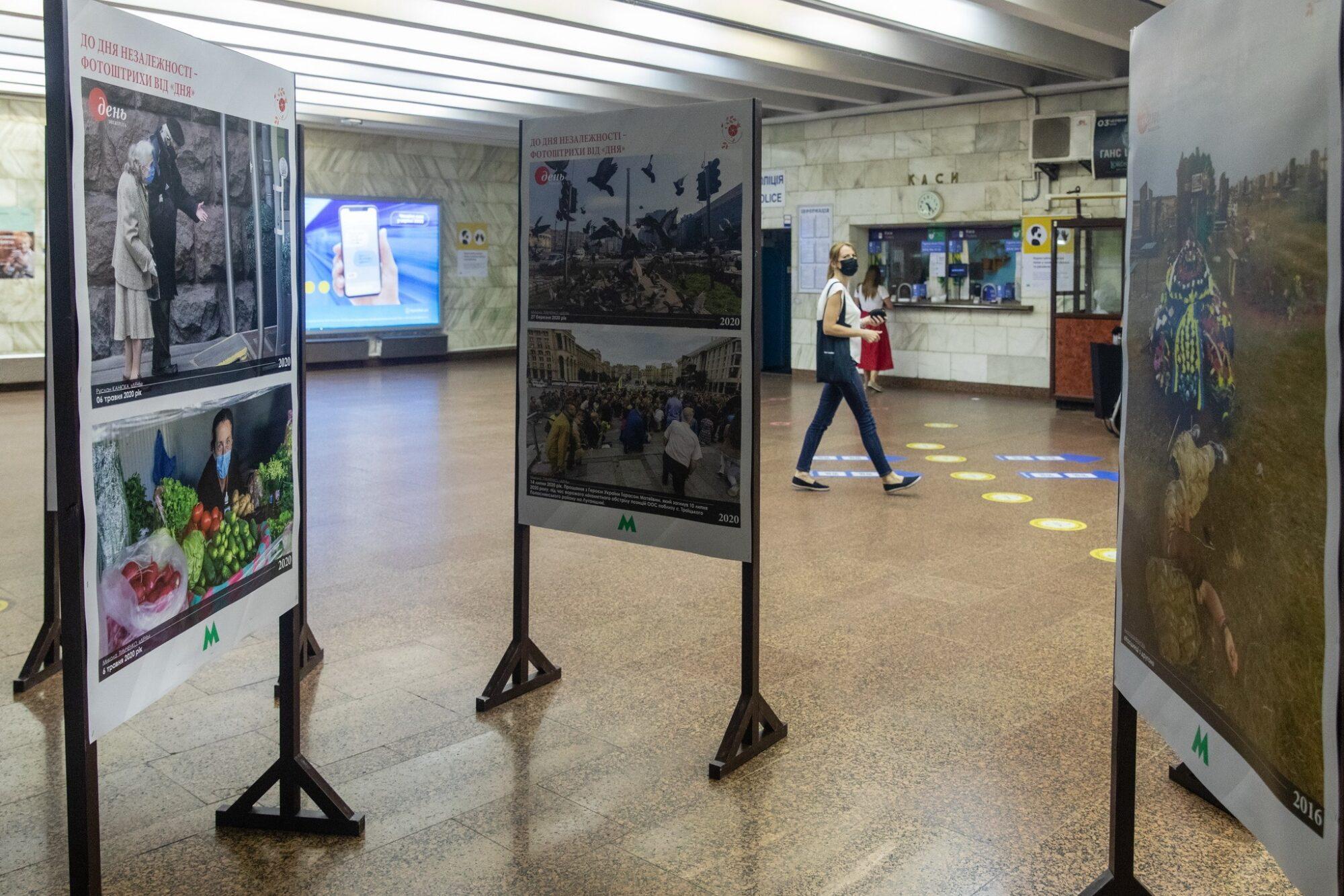 У вестибюлі станції метро «Театральна» відкрилась фотовиставка -  - Den3 2000x1333