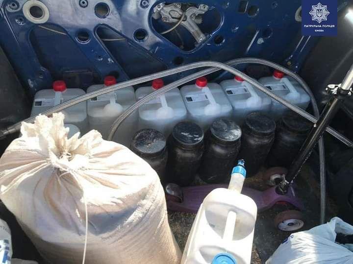 Колби, трубки, ємності: у Святошинському районі виявили «нарколабораторію» в авто - Київ, авто - IMG 20200806 095527 361