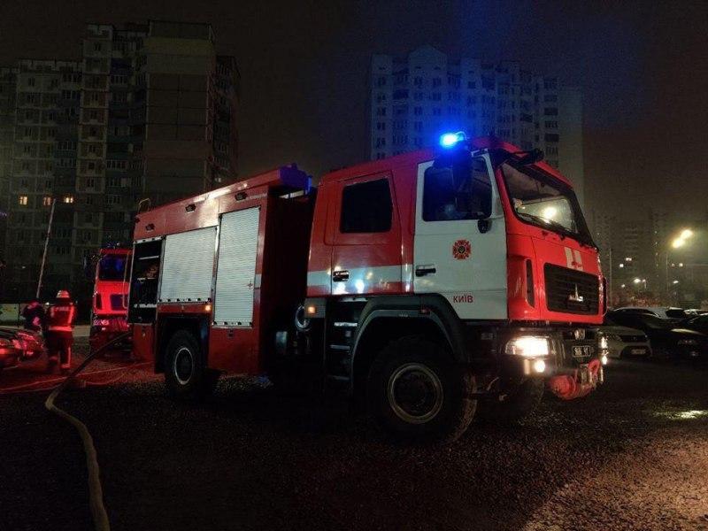 Святошинський район: 15 рятувальників гасили пожежу у під'їзді багатоповерхівки - Святошинський район, пожежа - IMG 20200807 132235 266