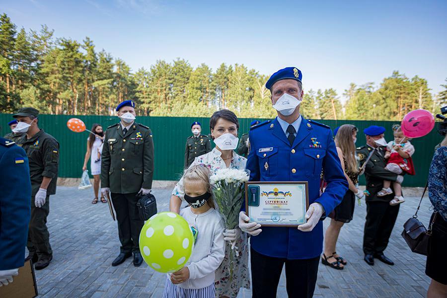 У Вишгороді нацгвардійці отримали ключі від службових квартир -  - Kvartyry2
