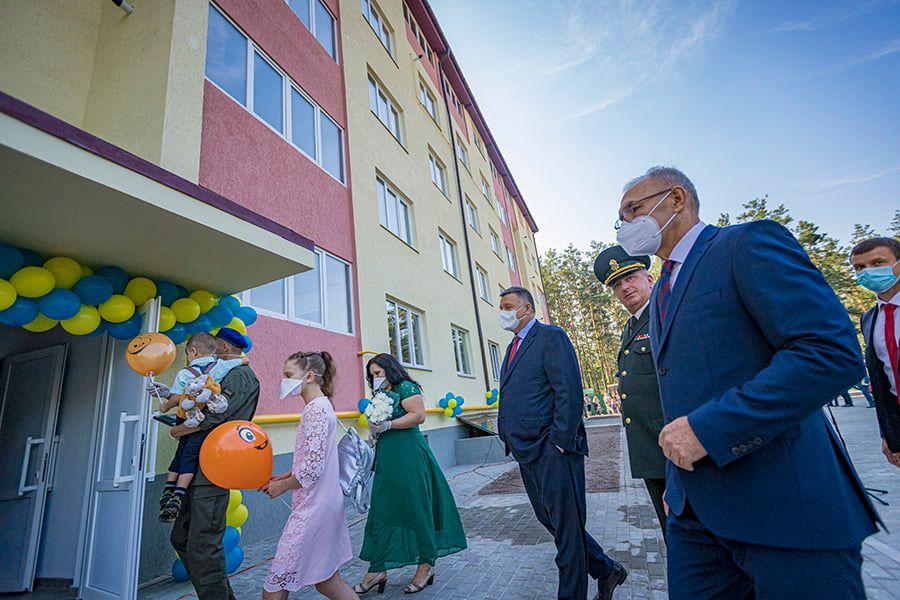 У Вишгороді нацгвардійці отримали ключі від службових квартир -  - Kvartyry osn