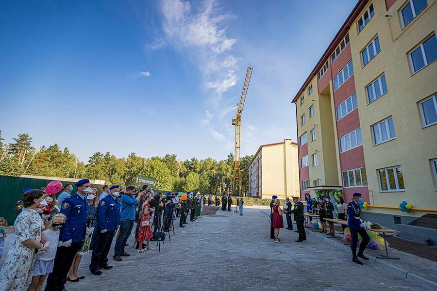 У Вишгороді нацгвардійці отримали ключі від службових квартир -  - Kvarytyry
