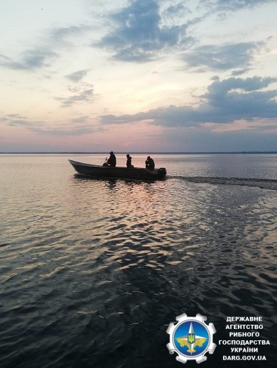Вишгородщина: промисловики рибалили на фарватері -  - Ryba3