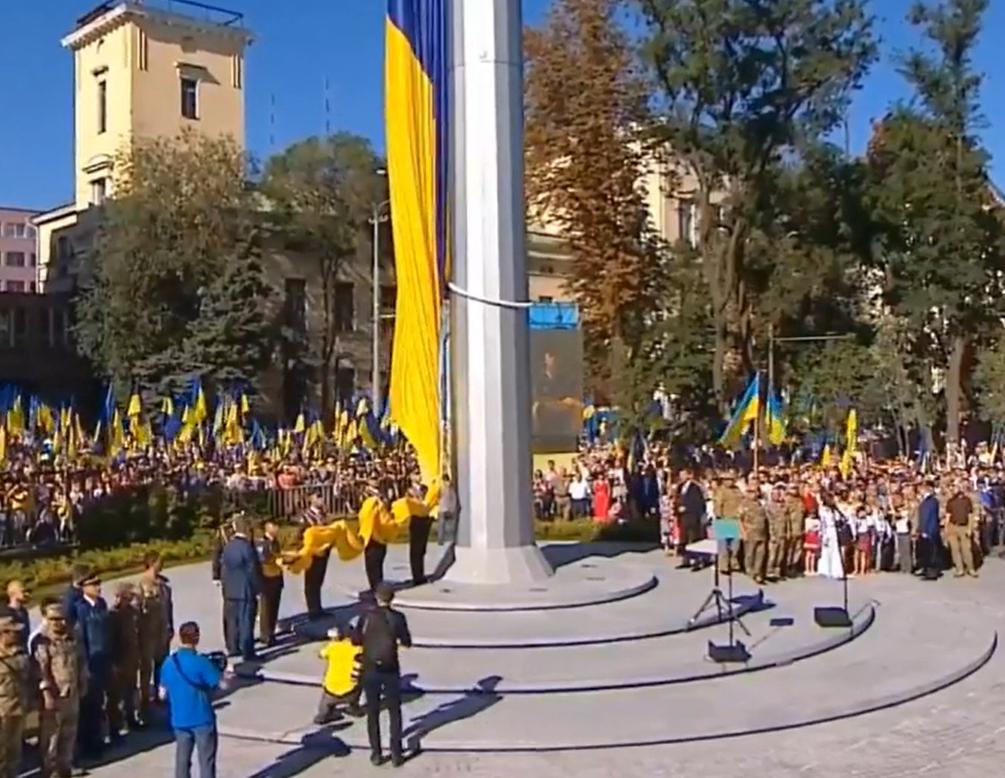 У Києві монтують найбільший прапор України - прапор, Державний прапор України - Snymok ekrana 557
