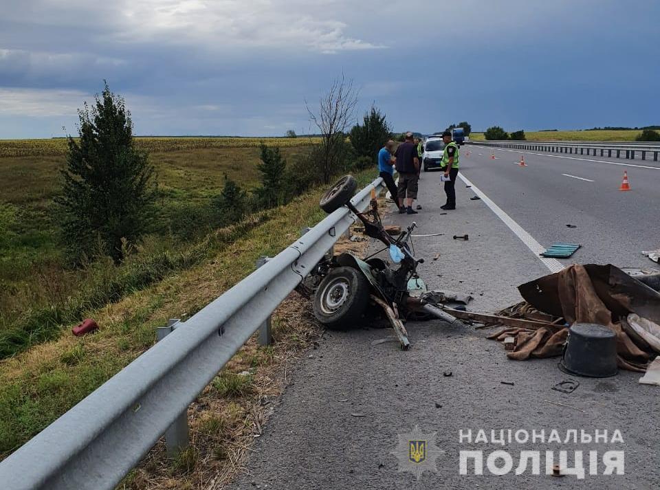 Смертельна ДТП у Ставищенському районі: зіткнулися Volkswagen та мотоблок - Сніжки, ДТП - StavyshheMoto1