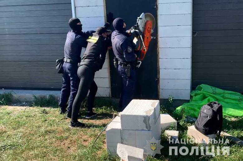 У Києві викрили злочинну групу та дві нарколабораторії (ВІДЕО) - нарколабораторії, злочинна група - dpnrealiz1408202