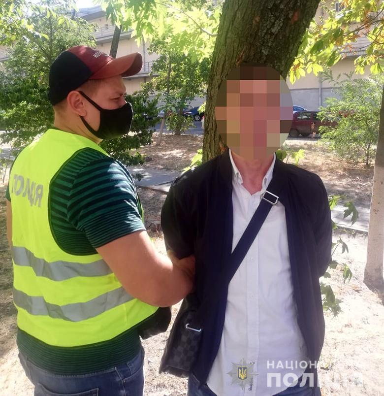 У Києві іноземці грабували відвідувачів ресторану -  - kradkafe170820203