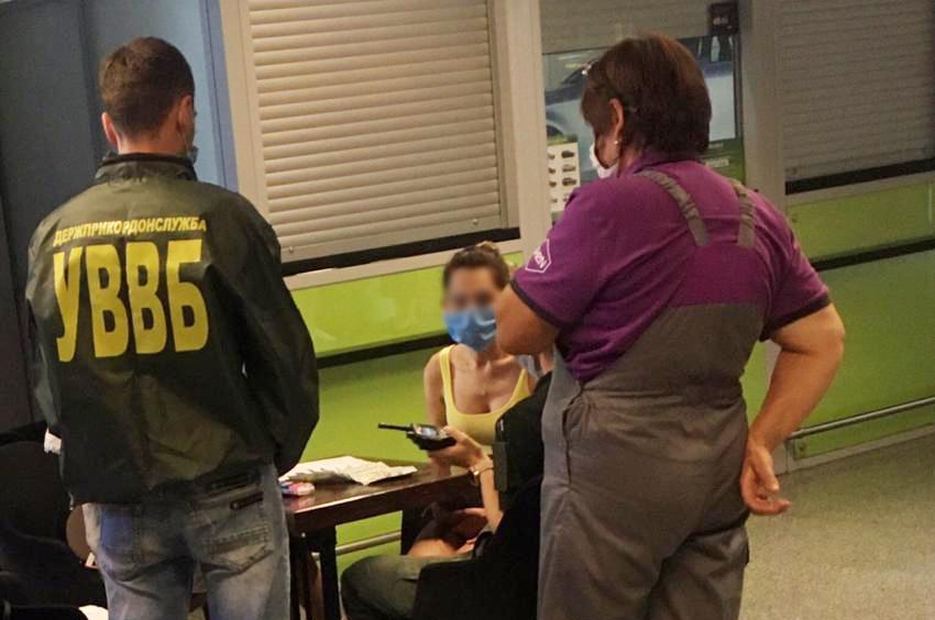 """Іноземка хотіла підкупити прикордонників """"Борисполя"""" - хабар, ДПСУ, аеропорт «Бориспіль» - news 20200809 091538 1596953738"""