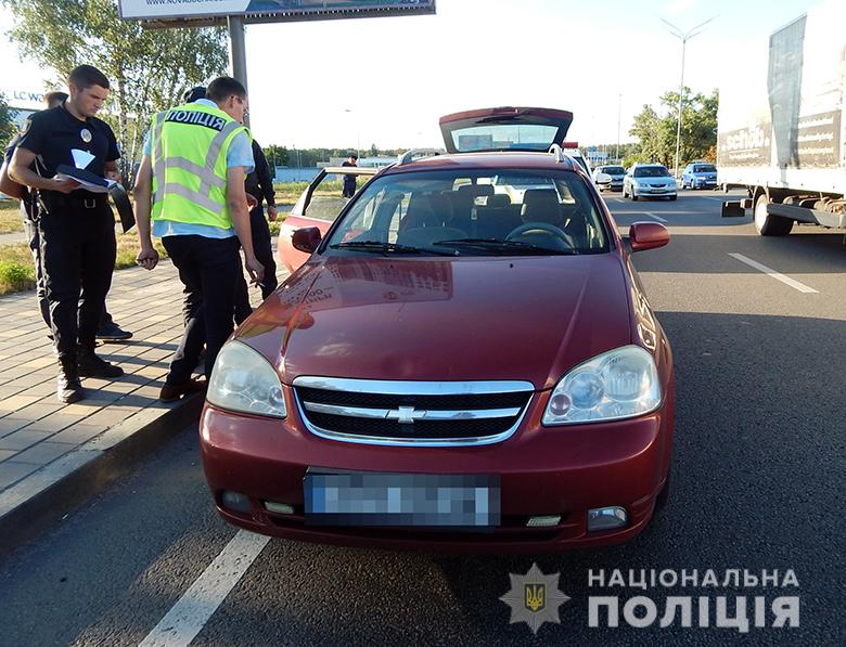 Не поділили дорогу: у Києві затримали іноземців, які побили таксиста - іноземці - obolonhulig170802020