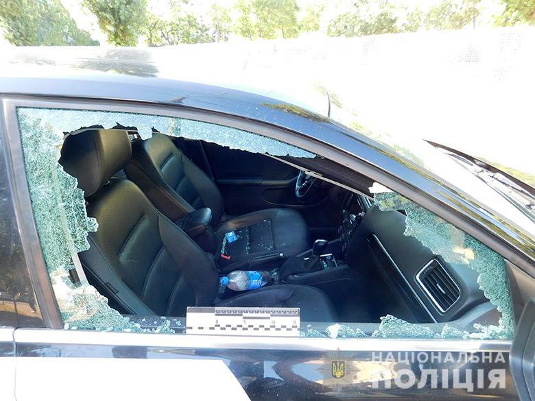 Не поділили дорогу: у Києві затримали іноземців, які побили таксиста - іноземці - obolonhulig1708020204