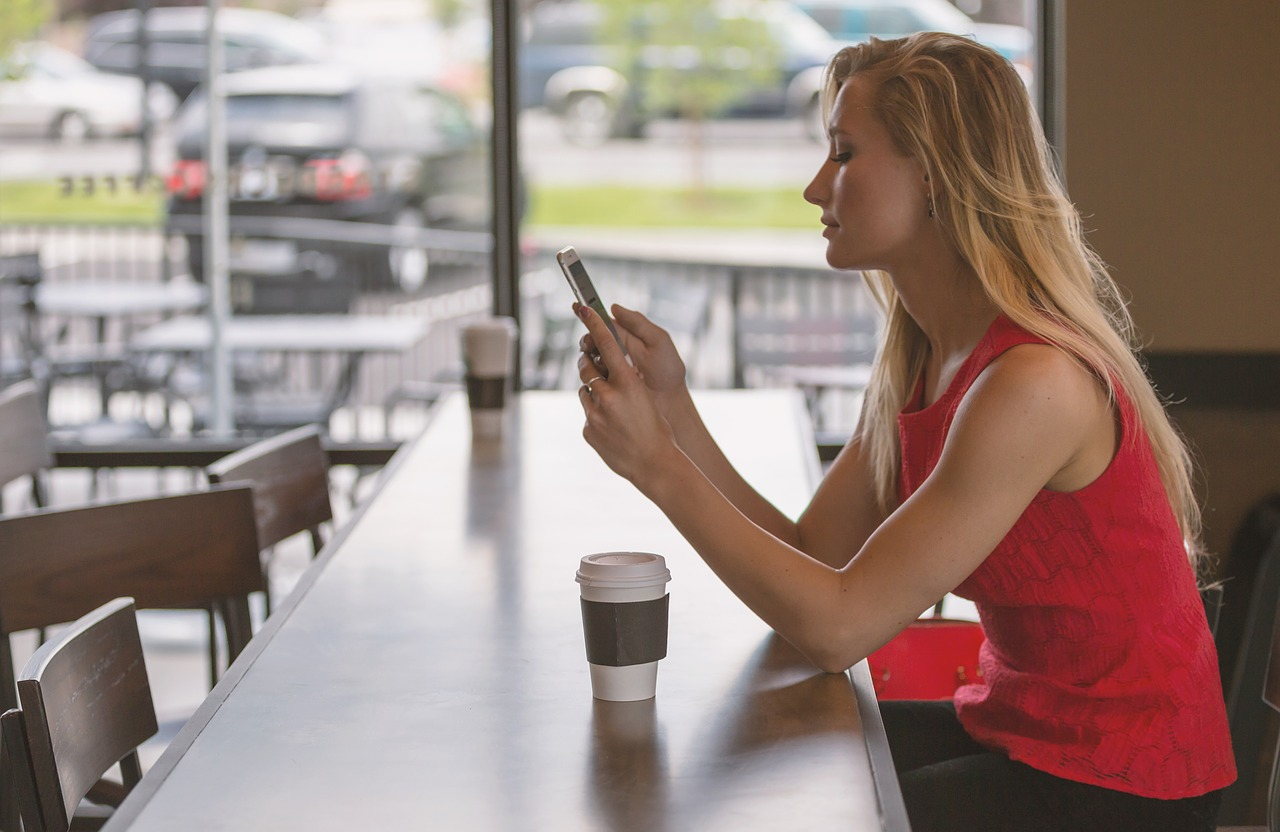 Кафе та ресторани Київщини перевірили на дотримання карантину -  - woman 828888 1280