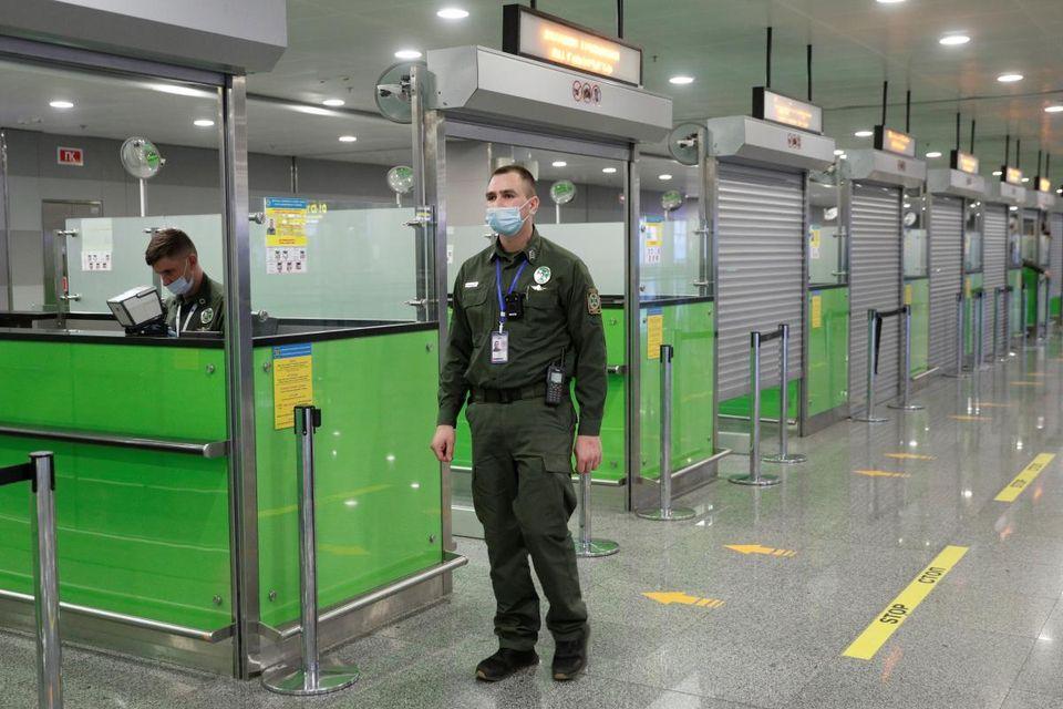 У «Борисполі» виявили фальшивого британця - підробка документів, паспорт, іноземець, аеропорт «Бориспіль» - 103257324 853065165180053 5491858707624656554 o