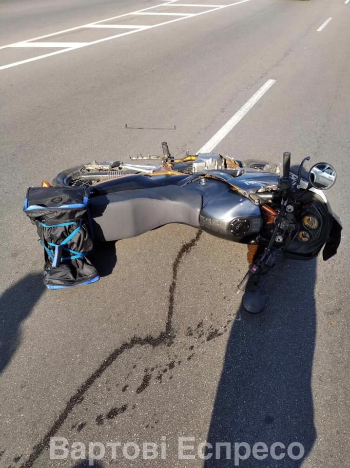 """У Броварах """"бусик"""" ритуальних послуг врізався у мотоцикл: є постраждалий - патрульна поліція, мікроавтобус - 118670319 1226646611002740 420795497327854521 n"""