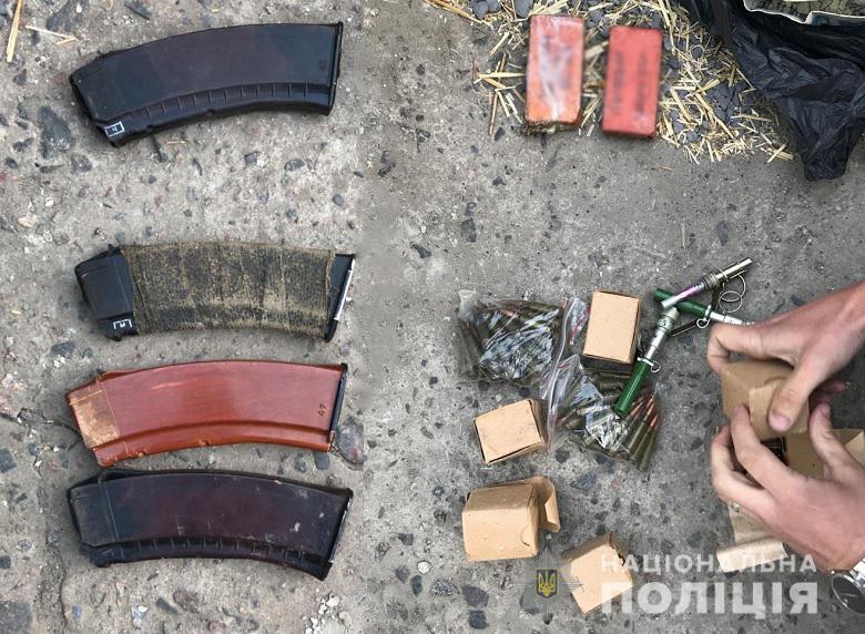 У двох мінерів столичного офісу знайшли цілий арсенал зброї -  - 118828659 3260113020711113 2788272272440805171 n