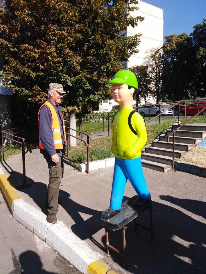 На пішохідних переходах у Броварах з'явилися яскраві чоловічки - школи, пішохідний перехід, Броварська міська міська - 119062819 629817484596616 1481132615696090417 o