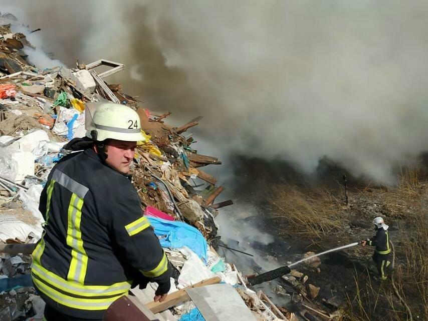 Жителям Дарницького району радять не виходити з дому - торф'яна пожежа, пожежники, Дарницький район - 120010783 3374295135971251 1468875749967021779 n