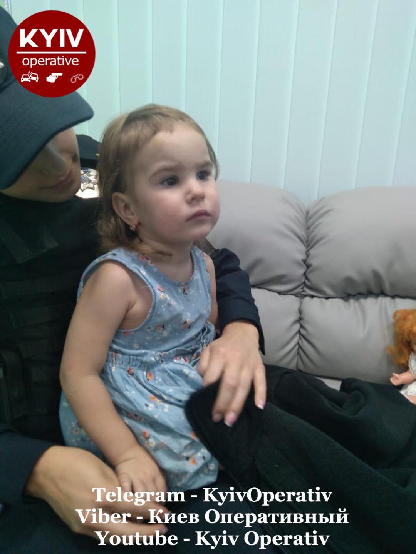 В столиці розшукують батьків дворічної дівчинки, яка загубилась (ФОТО) - зникла дитина, Дитина - 15 rozshuk