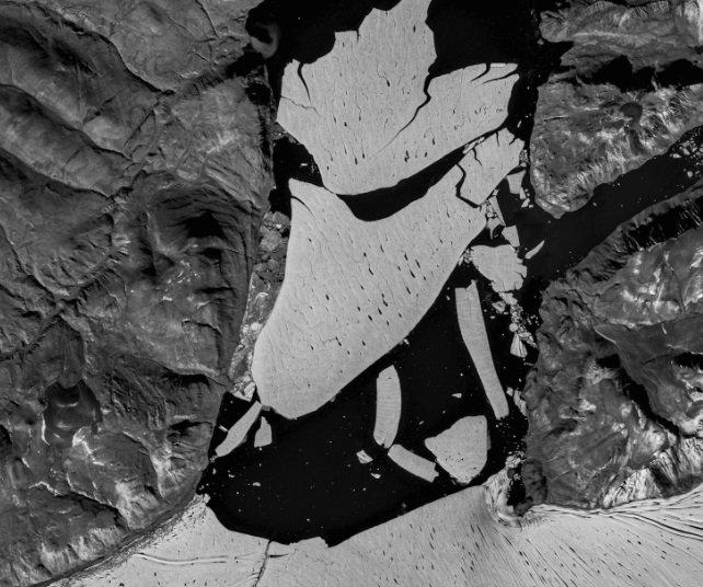 Величезний шматок найбільшого льодовика Гренландії впав у море - льодовики, льодовик, зміни клімату, Гренландія, глобальне потепління - 18 lednyk