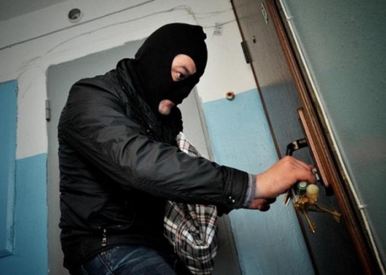 У Баришівському районі двоє в масках пограбували жінку - Прокуратура, Поліція, пограбування, жінка - 20200526215904 3724
