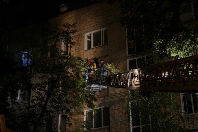 Із столичної багатоповерхівки евакуювали 33 людини - ГУ ДСНС, вогонь - 3 3