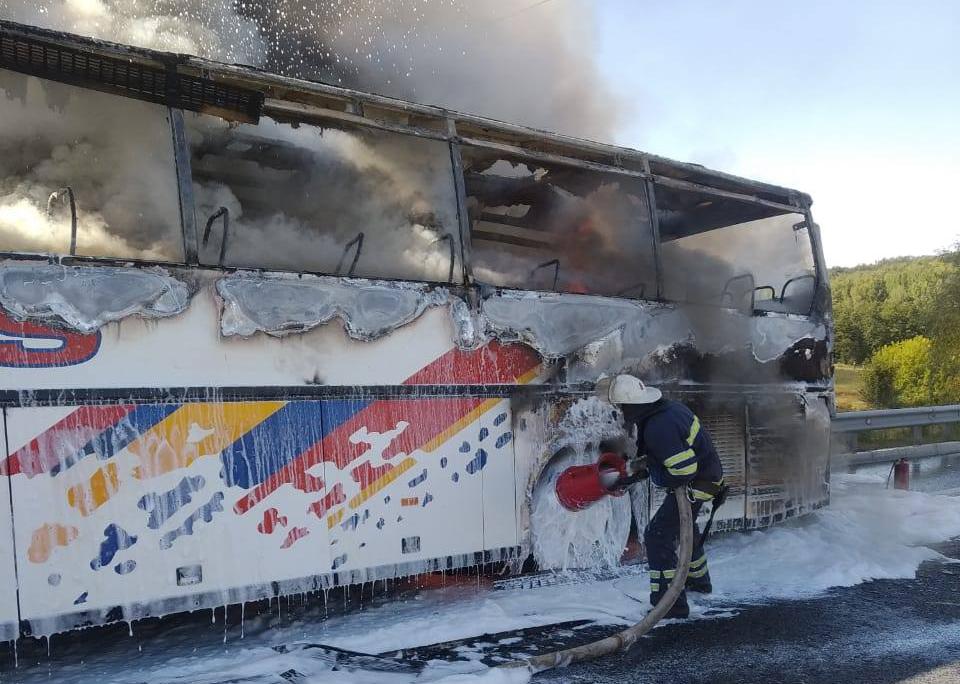 На Київщині на трасі Київ – Одеса загорівся автобус з пасажирами -  - 8495677839208404215 n