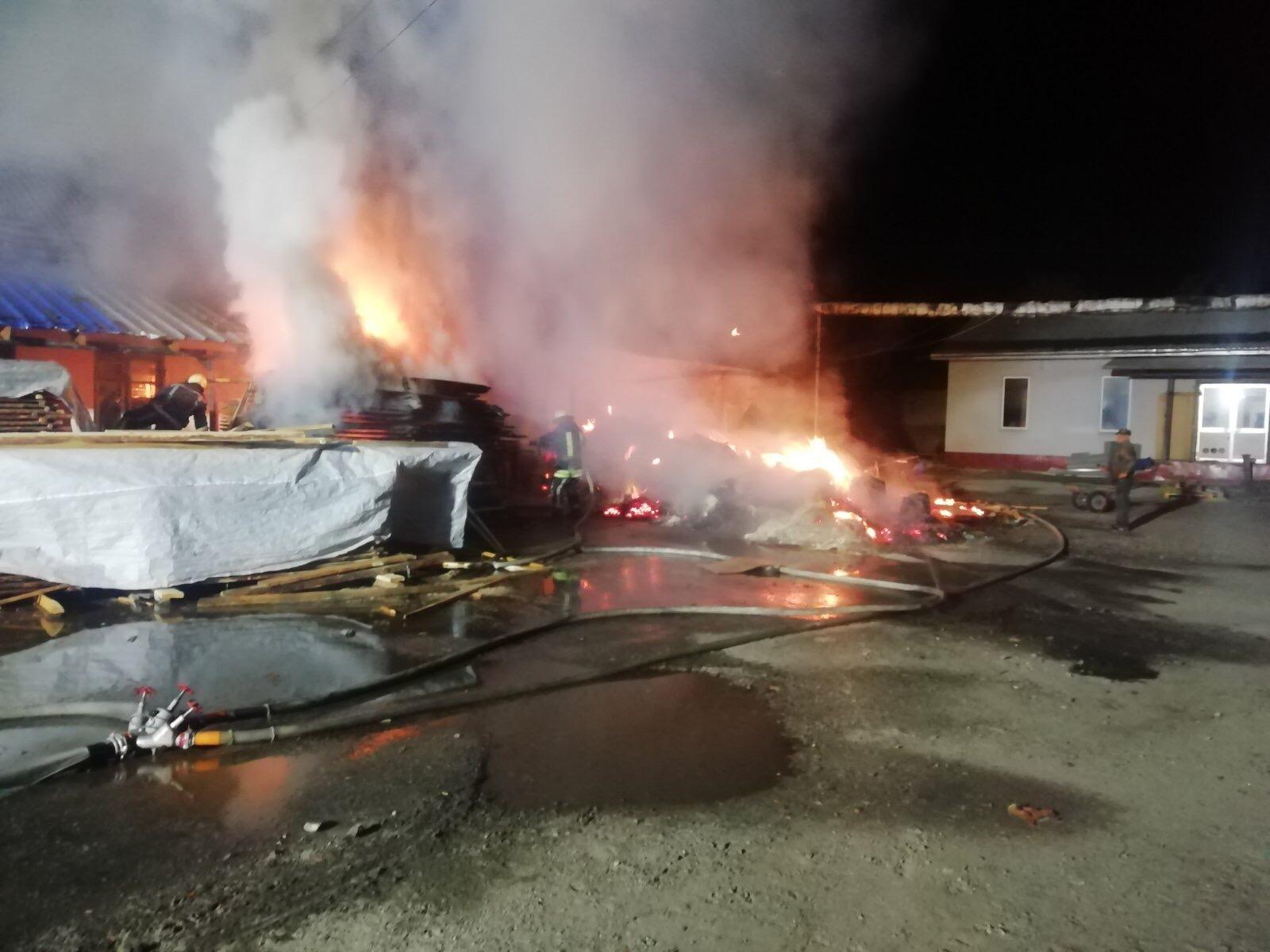 Вогонь охопив столярний цех у Білій Церкві - рятувальники, пожежа, київщина, Білоцерківщина - BC ceh 2