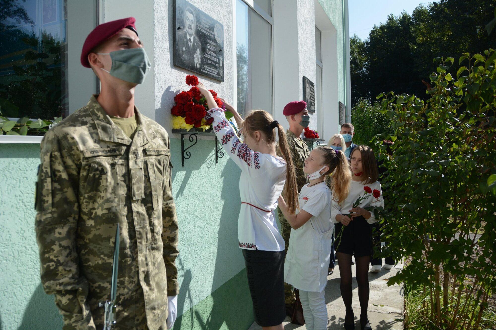 У Вишгороді встановили меморіальну дошку на честь захисника України Дмитра Булло - Захисники, Вшанування памяті - Buyalo osn 2000x1333