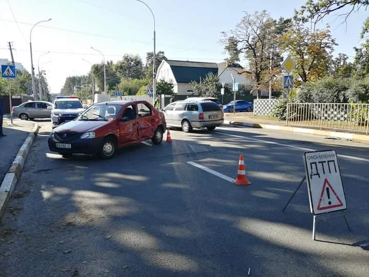 ДТП в Ірпені: зіткнулося три авто -  - FB IMG 1601294038872