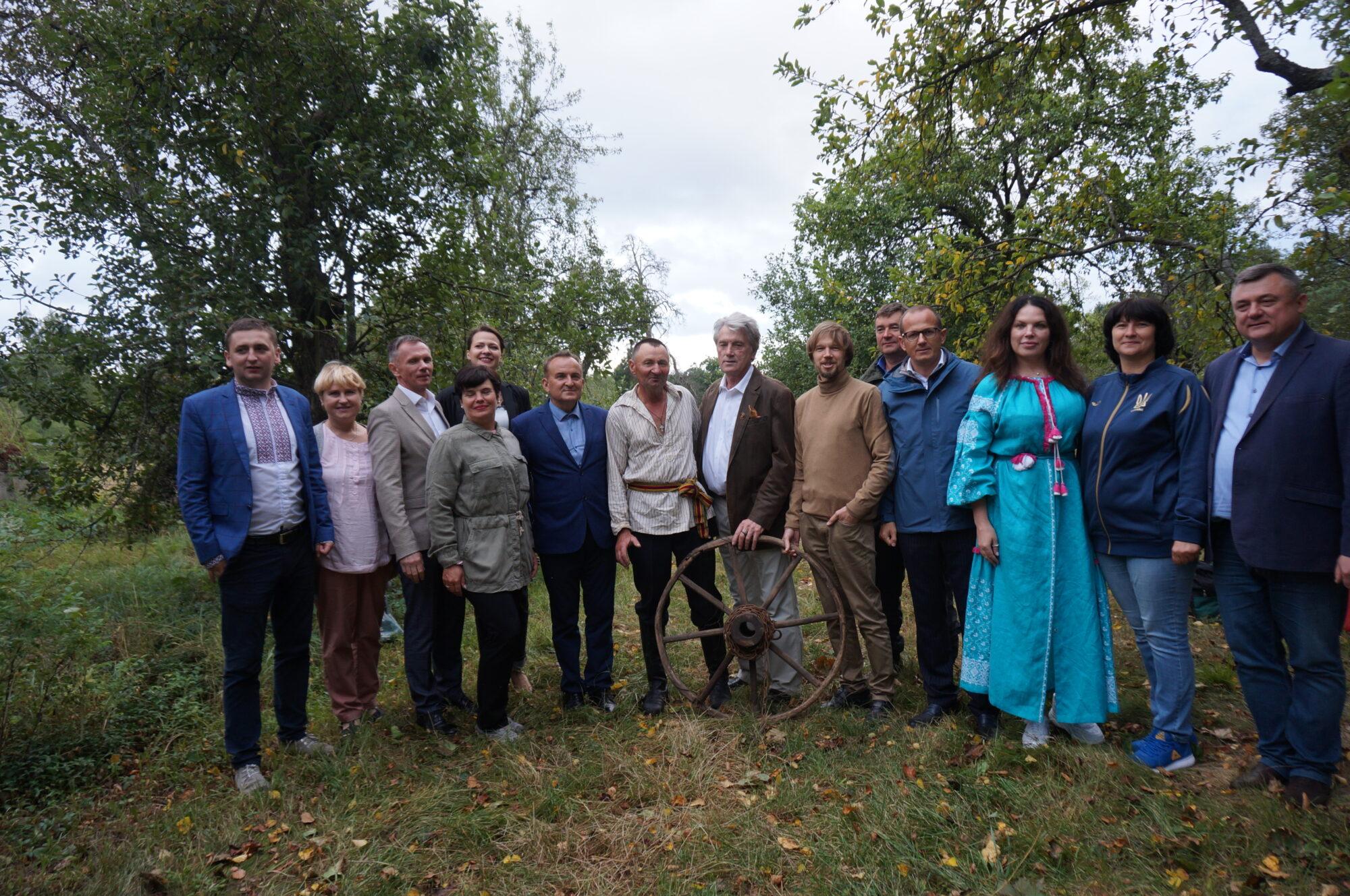 Вишгородські дослідники презентували бортництво на Рівненщині й Житомирщині -  - PROEKT YUshh 2000x1329