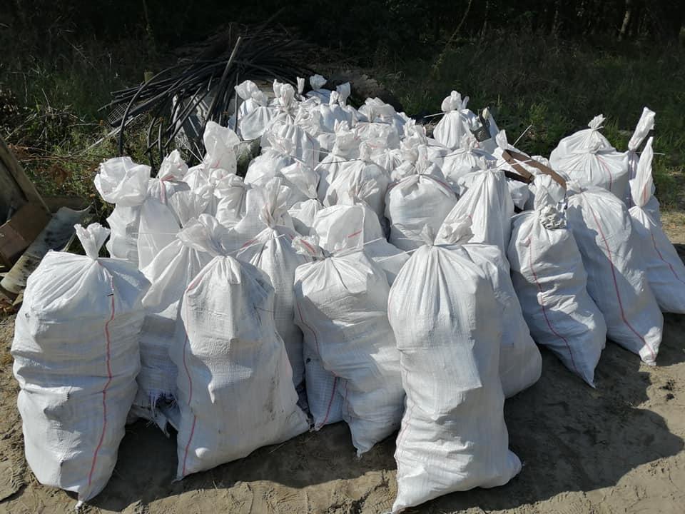 «Люди, схаменіться!»: в Ірпені прибирали сміття - толока, Приірпіння, прибирання міста, київщина, екологія - Pryb Persh 1
