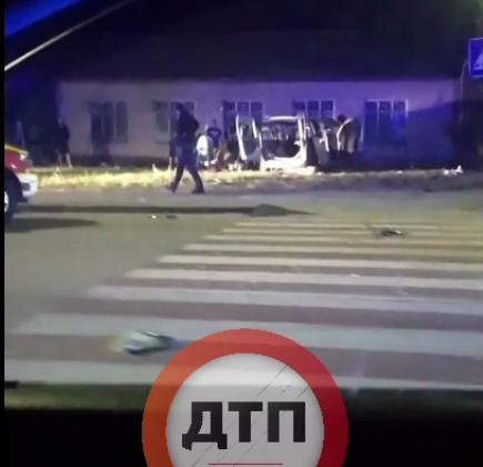 З Дарницького мосту столиці злетів бус - місто Київ, Аварія на дорозі - Screenshot 61