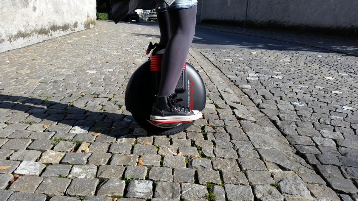 Власники електротранспорту стануть новою категорією учасників дорожнього руху -  - mobility air wheel monocycle balancing unicycle electric scooter one wheel 776205